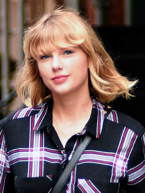 Taylor Swift appears NAKED in new video and fans are